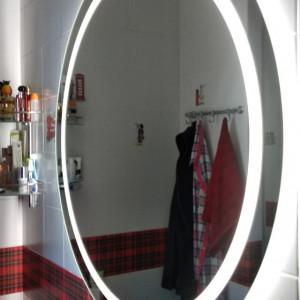 Круглое зеркало с передней и задней подсветкой в ванной