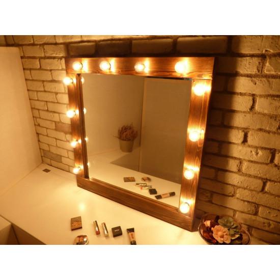 Гримерное зеркало в стиле лофт в деревянной раме с подсветкой лампочками «Виктория»