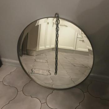 Круглое зеркало с фацетом на цепочке в металлической раме Альва Бронза