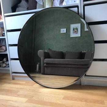 Круглое зеркало с фацетом в черной металлической раме Ферро