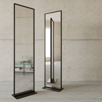 Напольное зеркало в полный рост в черной металлической раме Итан