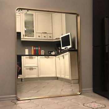 Прямоугольное зеркало с закругленными углами в металлической раме Руан Латунь