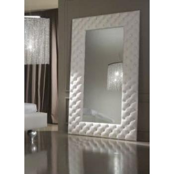 Большое напольное/настенное зеркало в мягкой белой раме из экокожи «Луис»